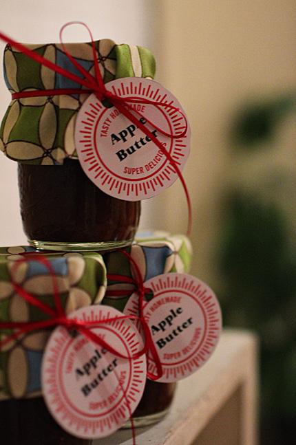 Easy DIY gift: Homemade Apple Butter | Great Oak Circle